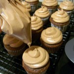 piping bag with cupcakes