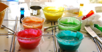 Food coloring bowls