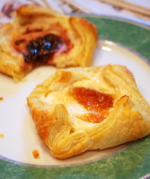 recipe: cream cheese puff pastry danish [12]