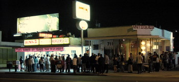 The line at Pinks