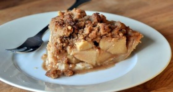 Cinnamon Apple Pie with Crumb Topping
