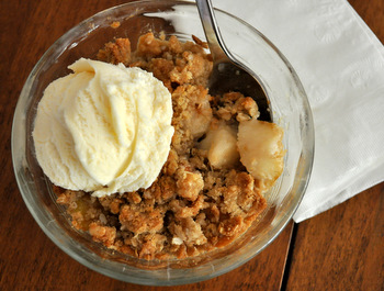 Pear Crisp with Oatmeal Streusel