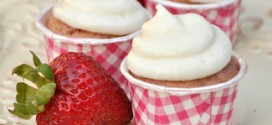 Fresh Strawberry Mini Cupcakes