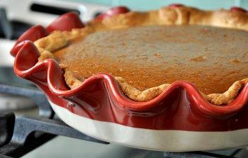 Emile Henri Pie Plate & Emile Henri Artisan Ruffle Pie Dish reviewed - Baking Bites