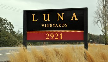 Luna Vineyards Sign