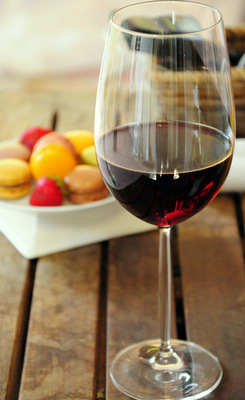 Red wine and Macarons