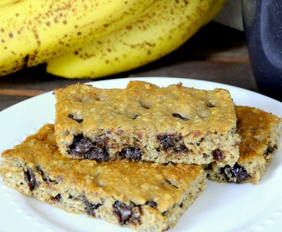 Banana Oatmeal Chocolate Chip Breakfast Bars | Baking Bites