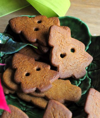 Gingerbread Cookies for a Garland