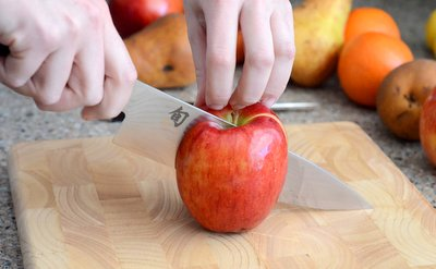 Slicing an apple, knife skills