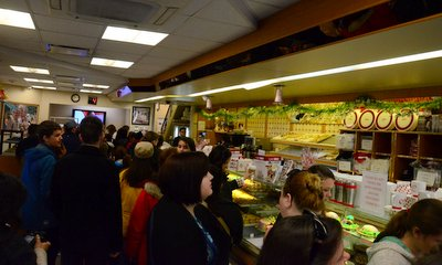 The line inside Carlo's Bakery