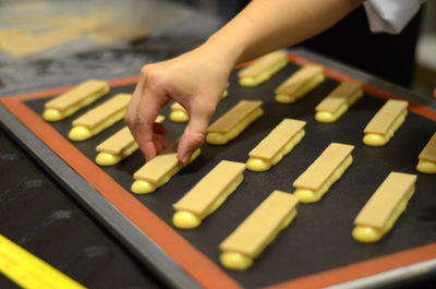 Crunchy Topping for Eclairs at The Pastry School