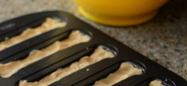 Wilton Bone Cookie Pan, reviewed
