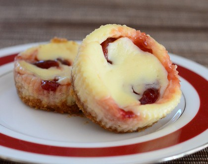 Mini Cherry Swirl Cheesecakes | Baking Bites