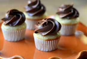 Mini Banana Cupcakes with Chocolate Peanut Butter Ganache Frosting