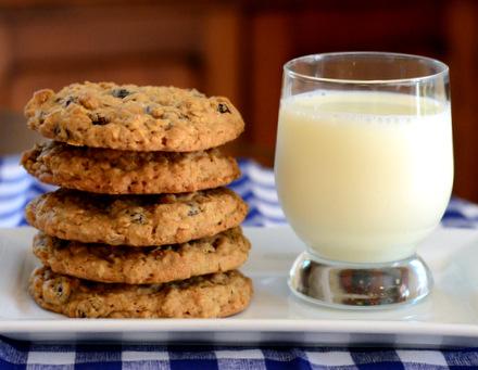 Big, Bakery-Style Oatmeal Cookies
