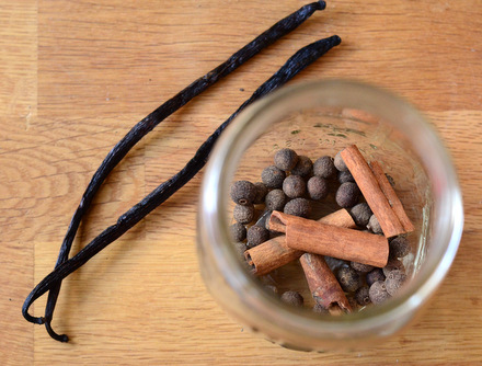 Baking Bites' Homemade Pumpkin Spiced Vanilla Extract How-To