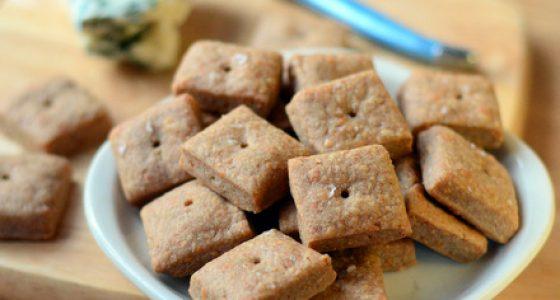Homemade Gorgonzola Cheese Crackers