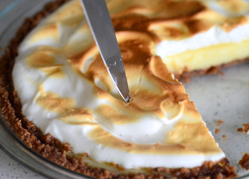 How to Neatly Cut a Meringue Pie