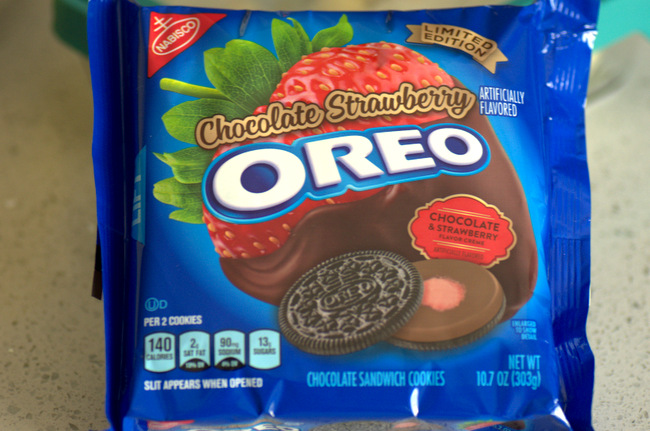 Chocolate Covered Strawberry Oreos, reviewed