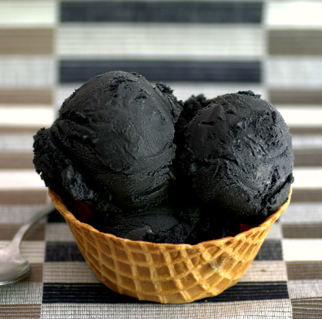 How to Make Goth Ice Cream at Home with Activated Charcoal