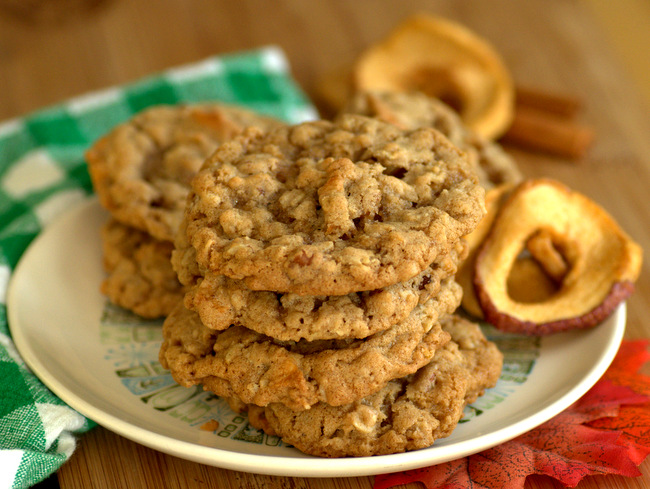Apple Pecan Pie Oatmeal Cookies