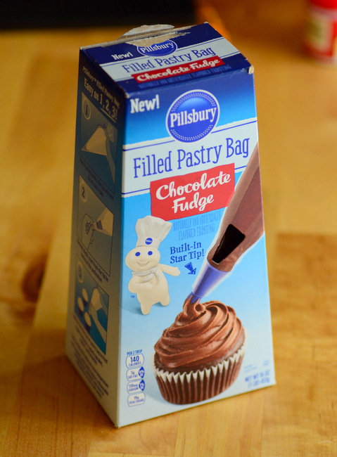 Pillsbury Filled Pastry Bag Fudge Frosting, reviewed