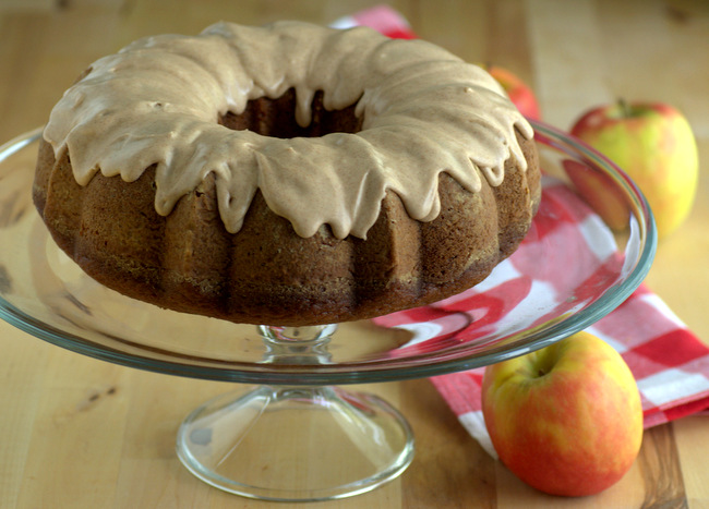 Baking Bites for Craftsy: Applesauce Bundt Cake