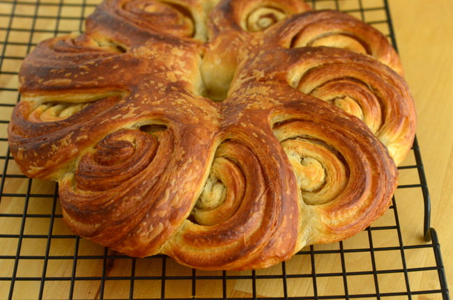 Trader Joe's Cinnamon Roll Wreath, reviewed