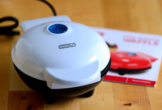 Dash Mini Waffle Maker, review