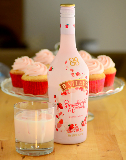 Baileys Strawberries n' Cream Liqueur, reviewed