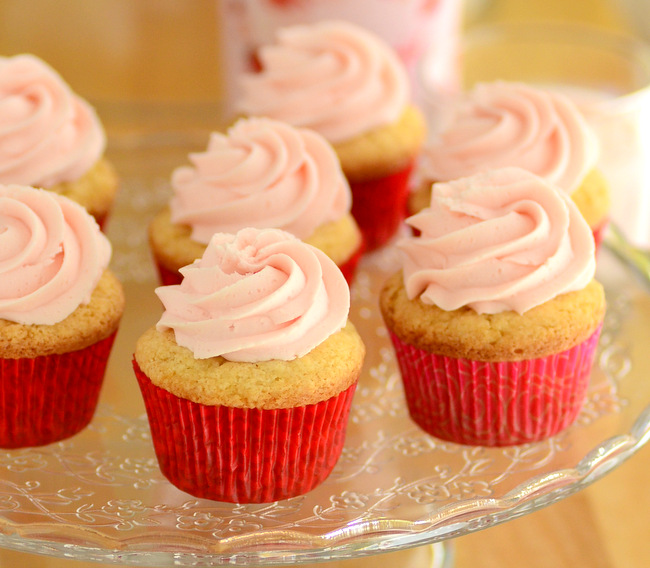 Baileys Strawberries n' Cream Cupcakes Recipe