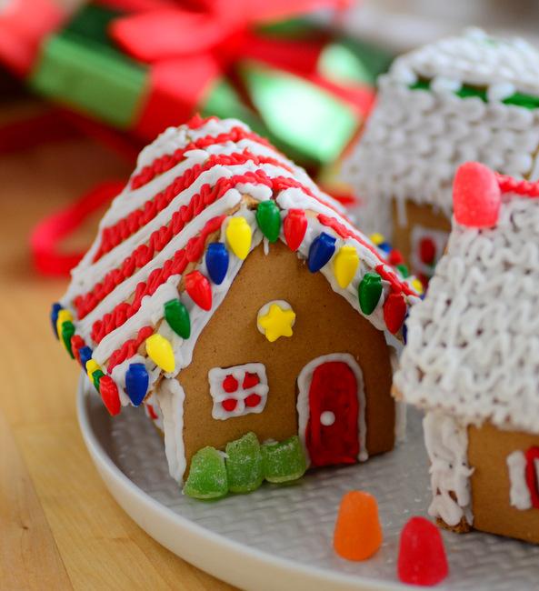Wilton Mini Gingerbread Village Kit, reviewed